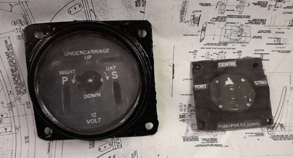undercarriage_indicator_fuel_selector